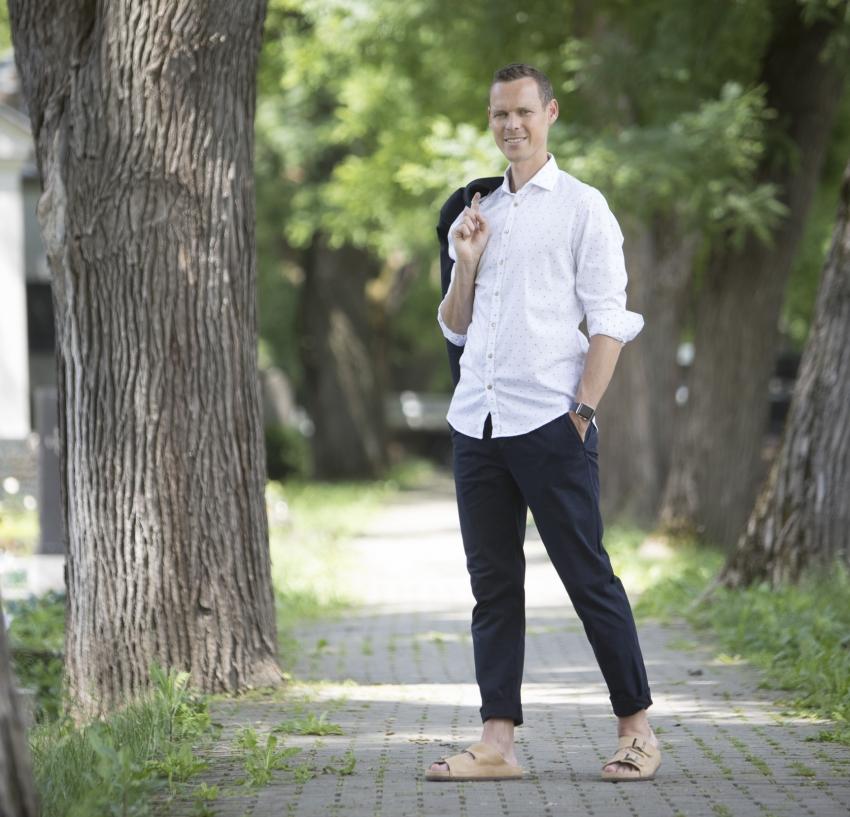 Letné outfity v sandáloch PROTETIKA s Matejom Tóthom